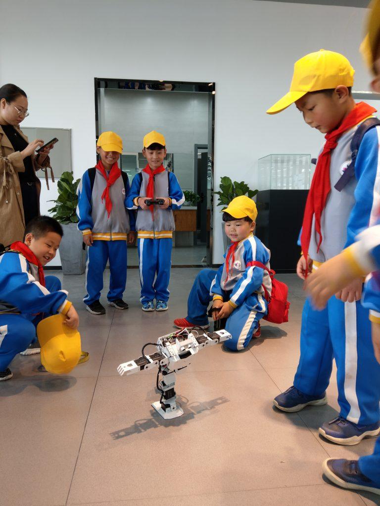 FABLAB轩辕实验室-管城回族区第六中学机器人课程培训插图
